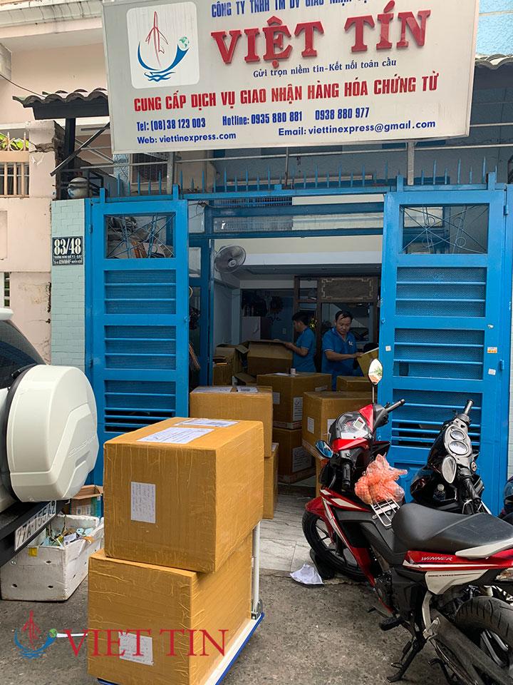 Công ty Việt Tín Express